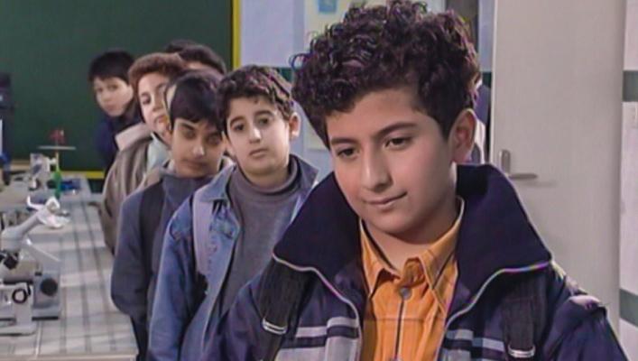 علیرضا جعفری در صحنه سریال تلویزیونی 101 راه برای ذله کردن پدر و مادرها