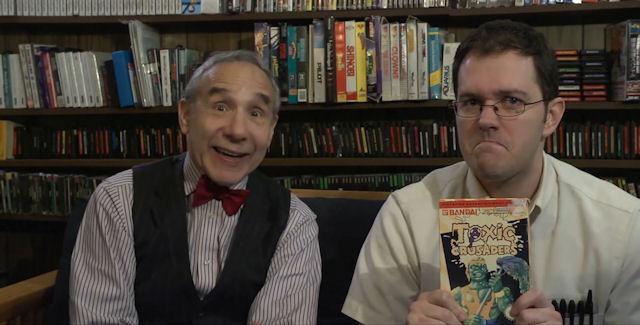 Lloyd Kaufman در صحنه فیلم سینمایی The Angry Video Game Nerd به همراه James Rolfe