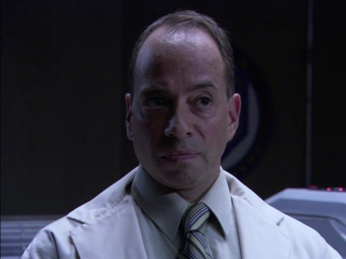 Tony Alcantar در صحنه سریال تلویزیونی دروازه ستارگان اس جی-۱