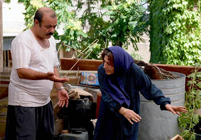 فاطمه معتمد آریا و سعید آقاخانی در فیلم آباجان