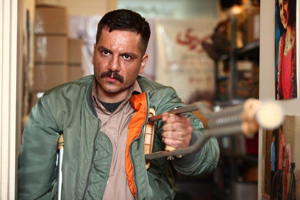 عباس غزالی در صحنه فیلم سینمایی همه چی عادیه