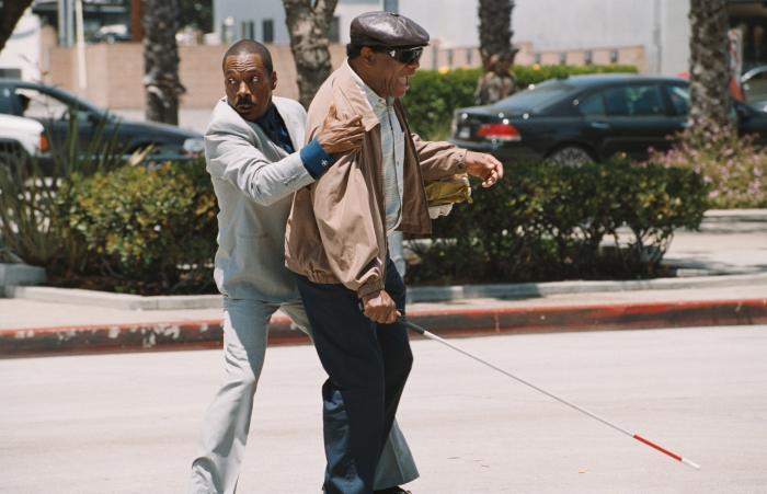 John Witherspoon در صحنه فیلم سینمایی A Thousand Words به همراه Eddie Murphy