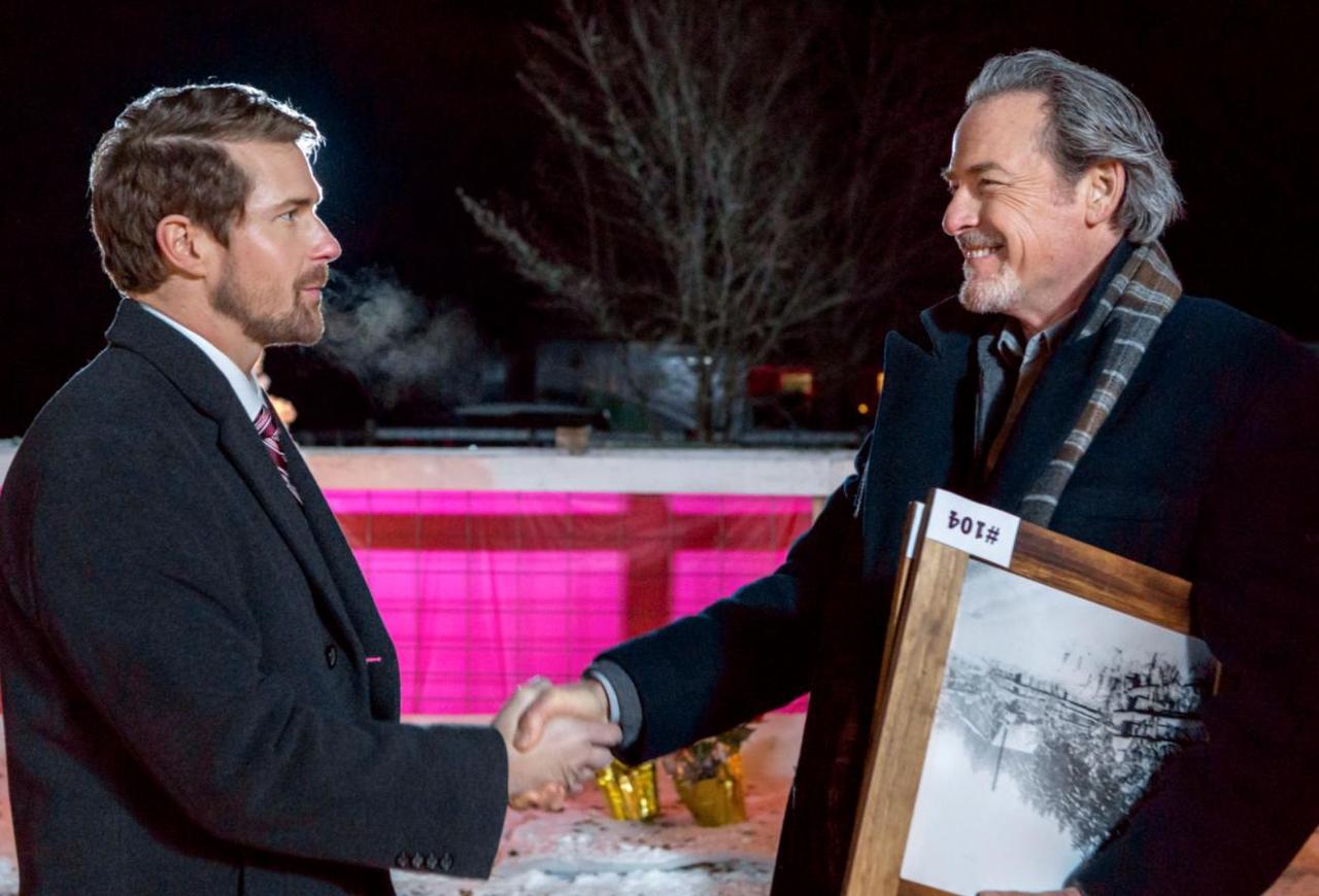 Josh Kelly در صحنه فیلم سینمایی Romance at Reindeer Lodge به همراه James McCaffrey