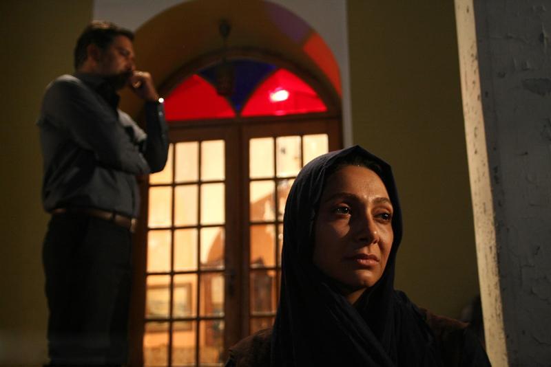 نقد فیلم سینمایی قلاده های طلا در سایت منظوم