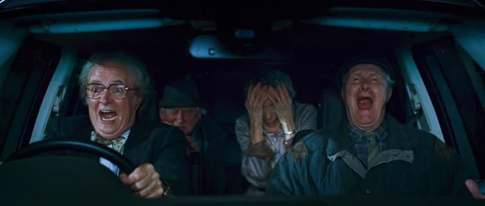 Amanda Walker در صحنه فیلم سینمایی اطلس ابر به همراه جیمز برودبنت، Robert Fyfe و Ralph Riach