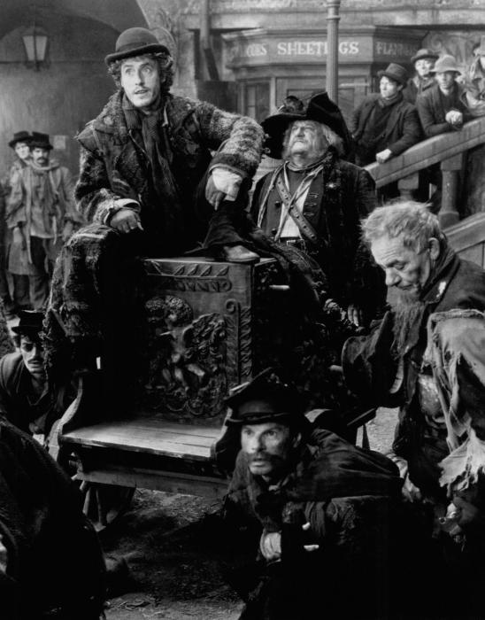 Roger Daltrey در صحنه فیلم سینمایی Mack the Knife