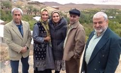 کاظم هژیرآزاد در پشت صحنه سریال تلویزیونی یلدا به همراه حمیدرضا آذرنگ، الهام پاوهنژاد و فریبا کوثری