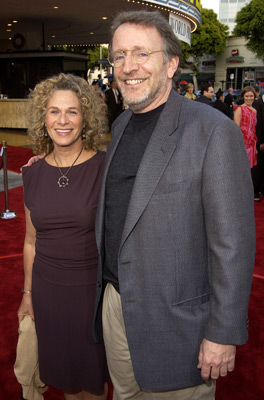 Phil Alden Robinson در صحنه فیلم سینمایی همه ترس ها به همراه Carole King