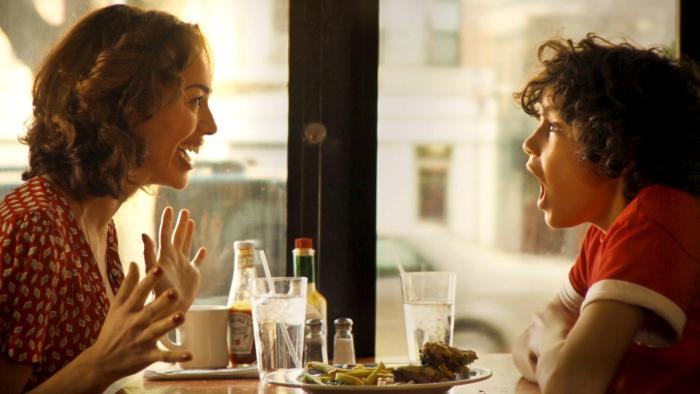 Quentin Araujo در صحنه فیلم سینمایی Elliot Loves به همراه Elena Goode