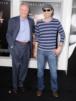 James Haven در صحنه فیلم سینمایی سالت به همراه جان ویت