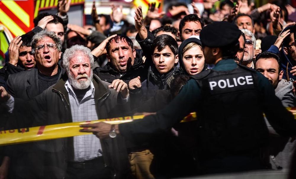 مسعود کرامتی و رعنا آزادیور در فیلم سینمایی چهارراه استانبول