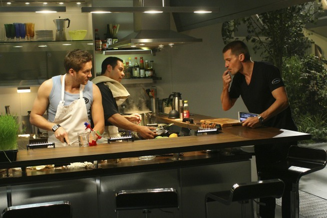 Jose Pablo Cantillo در صحنه فیلم سینمایی Virtuality به همراه Gene Farber و نیکولای کاستر-والدو