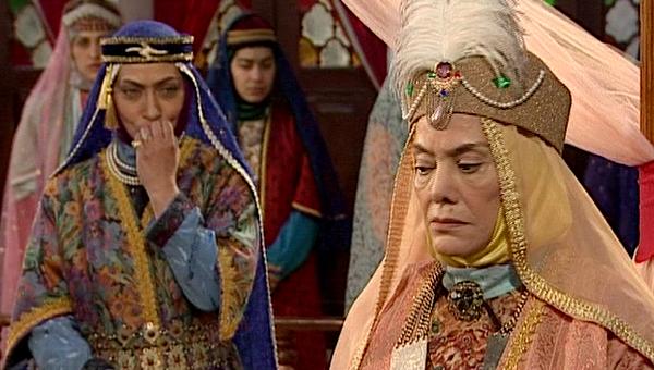 ژاله علو در صحنه سریال تلویزیونی روشنتر از خاموشی