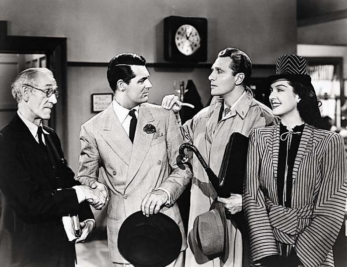 Earl Dwire در صحنه فیلم سینمایی دستیار همه کاره او (دختر تمام وقت) به همراه Rosalind Russell، رالف بلامی و کری گرانت