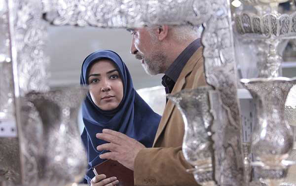 سارا نازپرور صوفیانی در صحنه سریال تلویزیونی مرد نقرهای