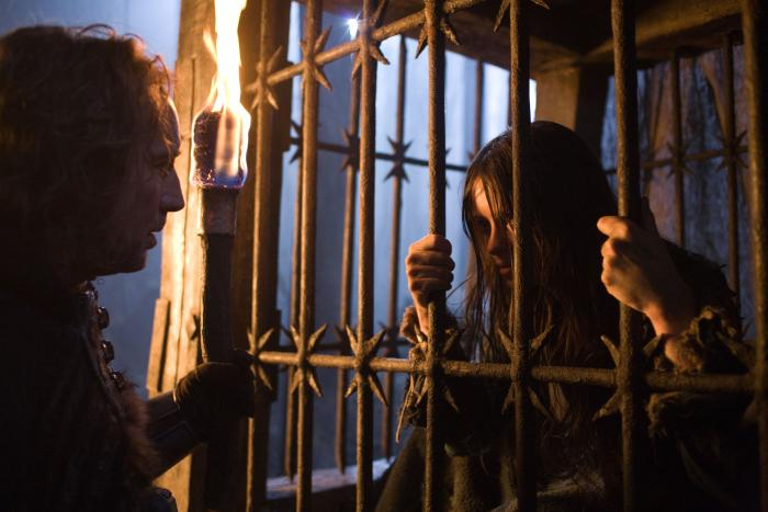کلیر فوی در صحنه فیلم سینمایی فصل جادوگری به همراه نیکلاس کیج