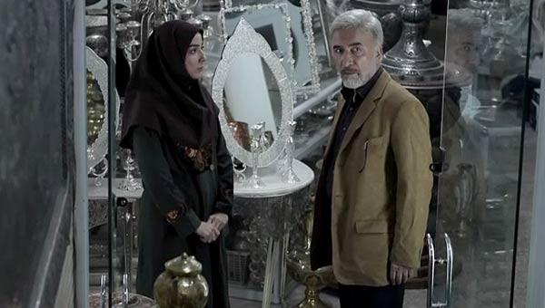 سارا نازپرور صوفیانی در صحنه سریال تلویزیونی مرد نقرهای به همراه سعید نیکپور