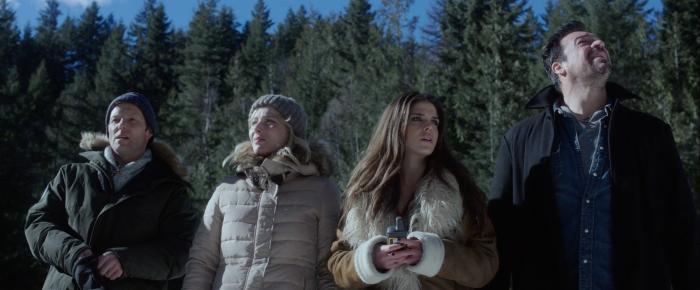 Aleks Paunovic در صحنه فیلم سینمایی Numb به همراه Stefanie von Pfetten، Marie Avgeropoulos و Jamie Bamber