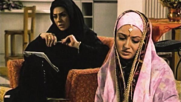 نسرین مقانلو در صحنه سریال تلویزیونی مسافری از هند به همراه شیلا خداداد