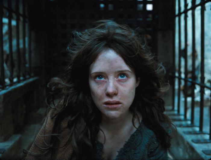 کلیر فوی در صحنه فیلم سینمایی فصل جادوگری