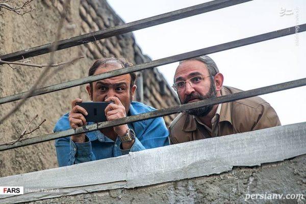 مهران غفوریان در صحنه سریال تلویزیونی «زوج یا فرد» به همراه هدایت هاشمی