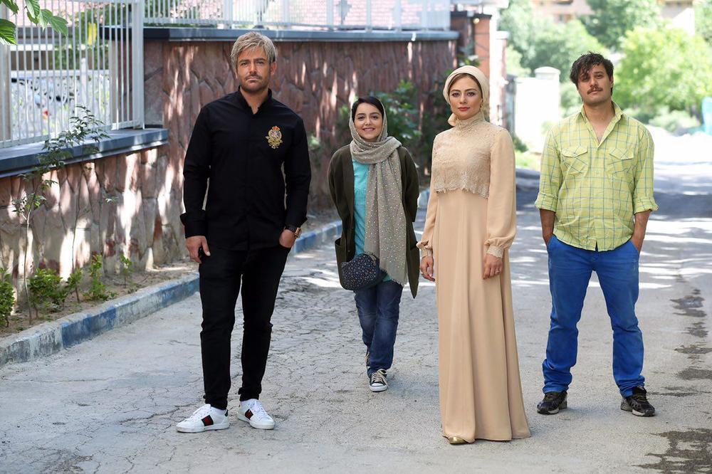یکتا ناصر و نازنین بیاتی در فیلم سینمایی آینه بغل