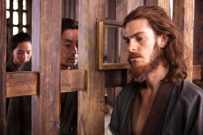 اندرو گارفیلد در صحنه فیلم سینمایی سکوت به همراه Yoshi Oida