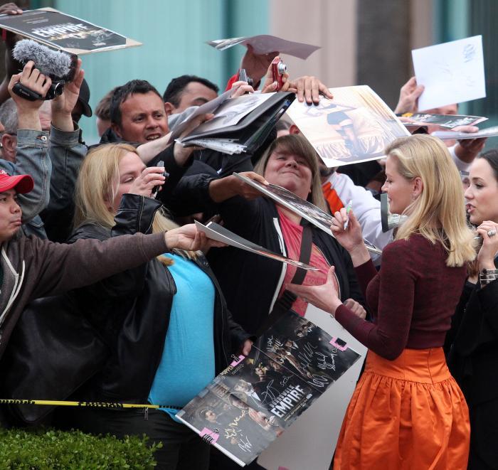Gretchen Mol در صحنه سریال تلویزیونی امپراتوری بوردواک