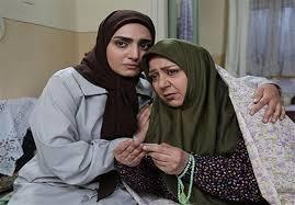 شهره لرستانی در صحنه سریال تلویزیونی خط تماس به همراه کیمیا اکرمی