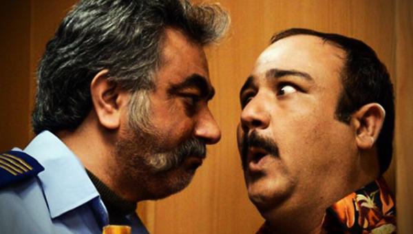 مهران غفوریان و محمدرضا هدایتی در فیلم در حاشیه