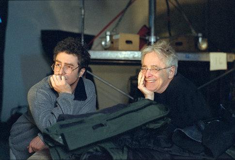 Chuck Barris در صحنه فیلم سینمایی عترافات یک ذهن خطرناک به همراه Sam Rockwell