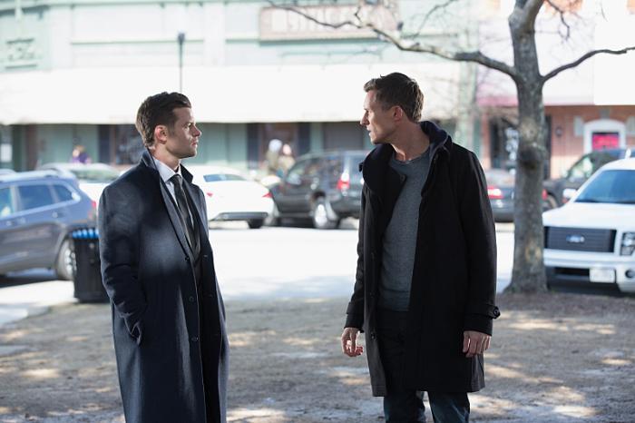 Casper Zafer در صحنه سریال تلویزیونی اصیل ها به همراه Daniel Gillies