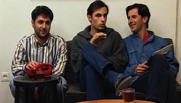 رامین پرچمی در صحنه سریال تلویزیونی روزگار جوانی به همراه امین حیایی و مهدی صبایی