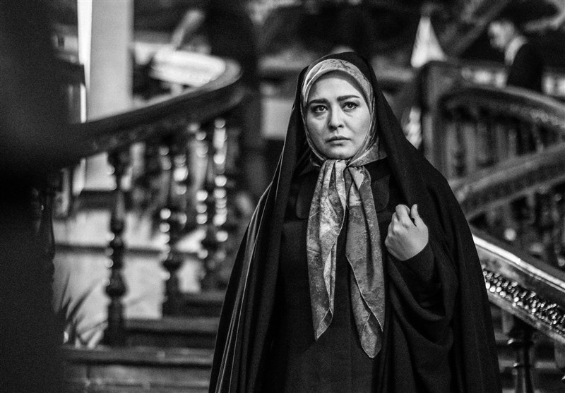 مهراوه شریفینیا در صحنه سریال تلویزیونی بر سر دو راهی