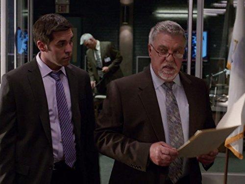 Jordan Bridges در صحنه سریال تلویزیونی Rizzoli & Isles به همراه بروس مک  گیل