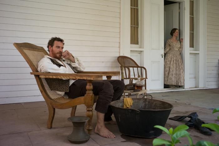 سارا پاولسون در صحنه فیلم سینمایی ۱۲ سال بردگی به همراه مایکل فاسبندر