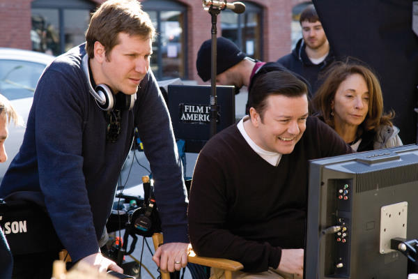 Matthew Robinson در صحنه فیلم سینمایی اختراع دروغ به همراه ریکی جرویز