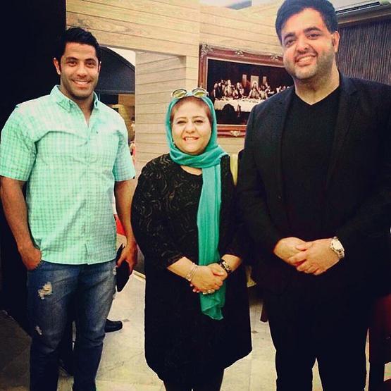 تصویری از رابعه اسکویی، بازیگر سینما و تلویزیون در حال بازیگری سر صحنه یکی از آثارش