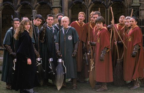 Sean Biggerstaff در صحنه فیلم سینمایی هری پاتر و تالار اسرار به همراه جیمز فلپس، اولیور فلپس، اما واتسون، دنیل ردکلیف و تام فلتون