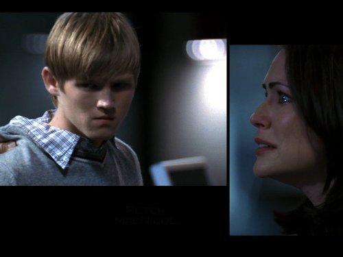 Evan Ellingson در صحنه سریال تلویزیونی 24 به همراه Rena Sofer