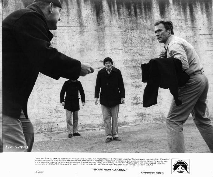 Bruce M. Fischer در صحنه فیلم سینمایی فرار از آلکاتراز به همراه کلینت ایستوود و رابرتس بلوسوم