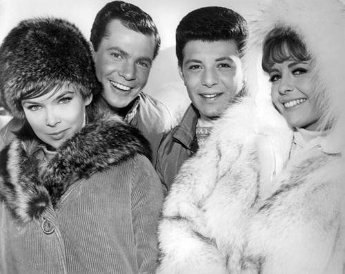 Dwayne Hickman در صحنه فیلم سینمایی Ski Party به همراه Yvonne Craig، Deborah Walley و Frankie Avalon