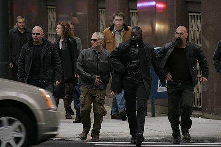 Gary Nickens در صحنه فیلم سینمایی جزیره به همراه جایمن هانسو، Kevin McCorkle و Jamie McBride