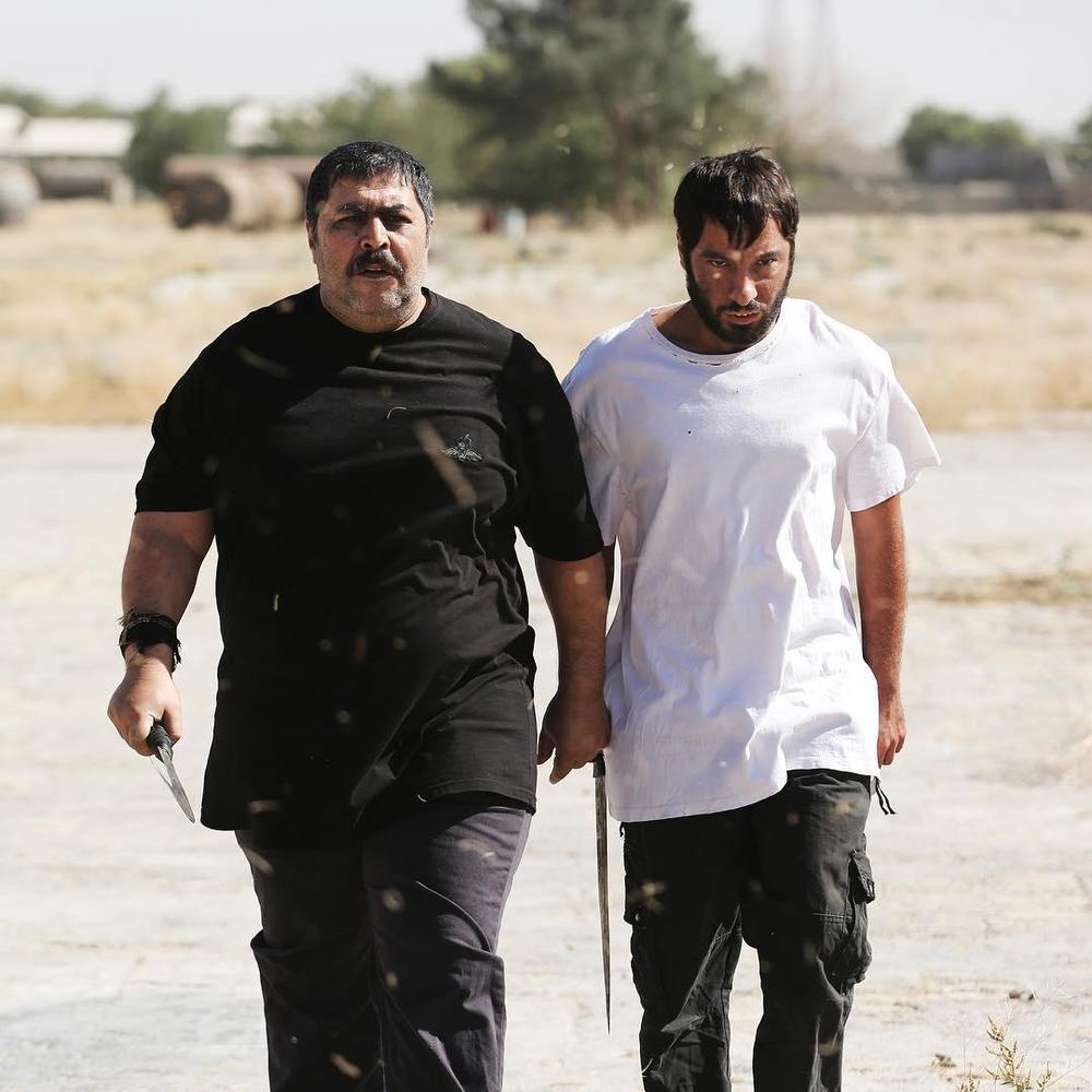 نوید محمدزاده و فرهاد اصلانی در فیلم سینمایی مغزهای کوچک زنگ زده