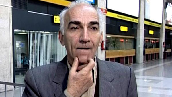 رضا بنفشهخواه در صحنه سریال تلویزیونی آژانس دوستی