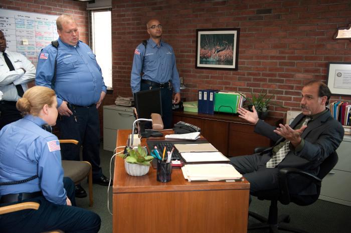 جوئل مارش گارلند در صحنه سریال تلویزیونی نارنجی سیاه، جدید است به همراه نیک ساندو و Catherine Curtin