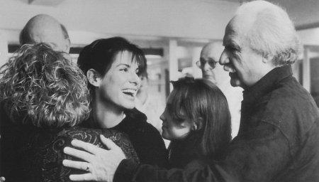 Micole Mercurio در صحنه فیلم سینمایی وقتی تو خواب بودی به همراه پیتر بویل، Monica Keena، ساندرا بولاک و جک واردن