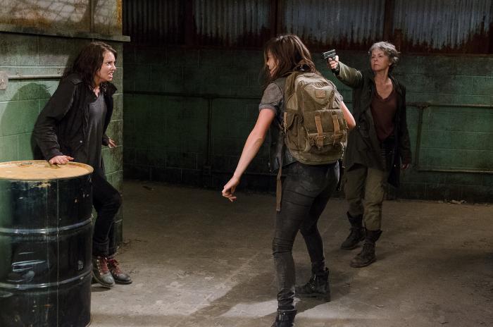 Jeananne Goossen در صحنه سریال تلویزیونی مردگان متحرک به همراه لورن کوهن و ملیسا مک  براید