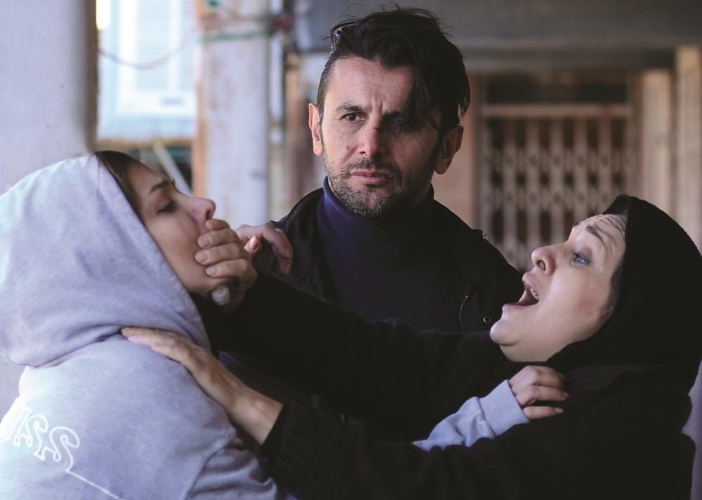 رویا نونهالی و امین حیایی در فیلم هلن