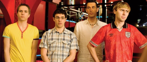 Joe Thomas در صحنه فیلم سینمایی The Inbetweeners Movie به همراه Blake Harrison، Simon Bird و James Buckley